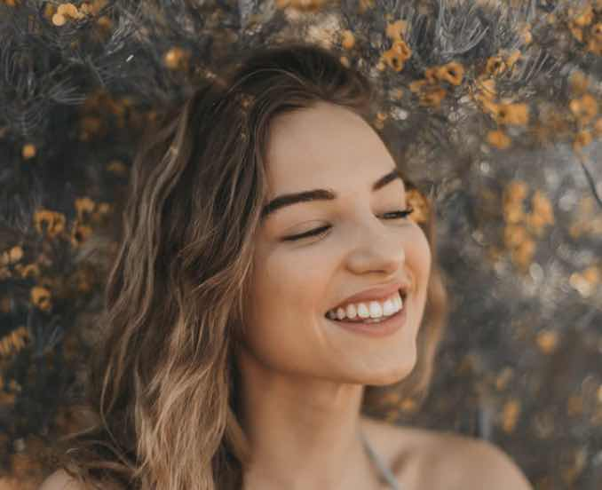 Understand How Teeth Whitening Treatment Works